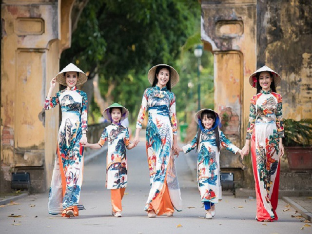 "Advocating for Ao Dai design with the theme of ""Proud Vietnamese Ao Dai"""