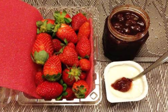 Yaourt, Strawberry and Strawberry Jam
