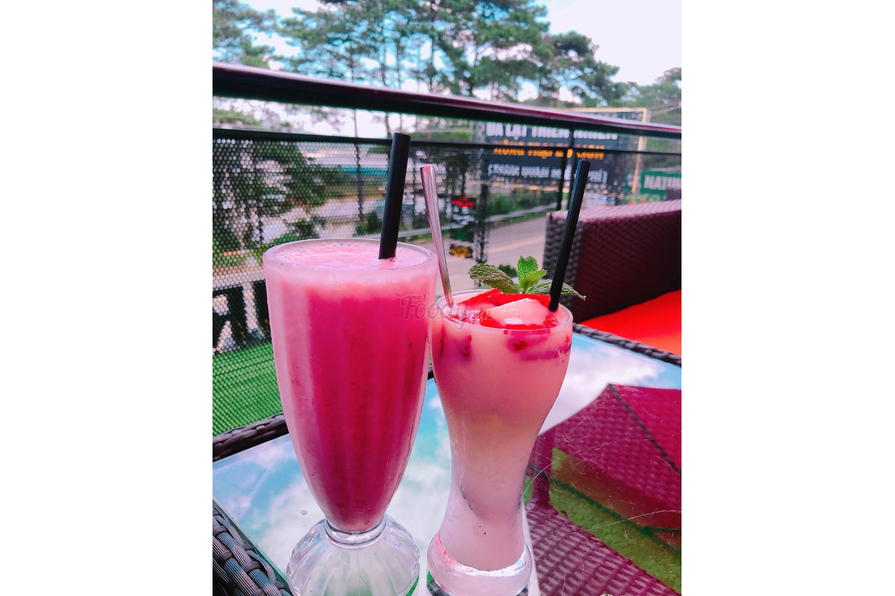 Strawberry Smoothies And Strawberry Yaourt