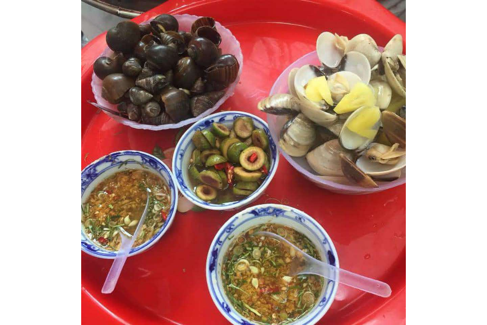 Steamed Clams with Lemongrass, Steamed Snails