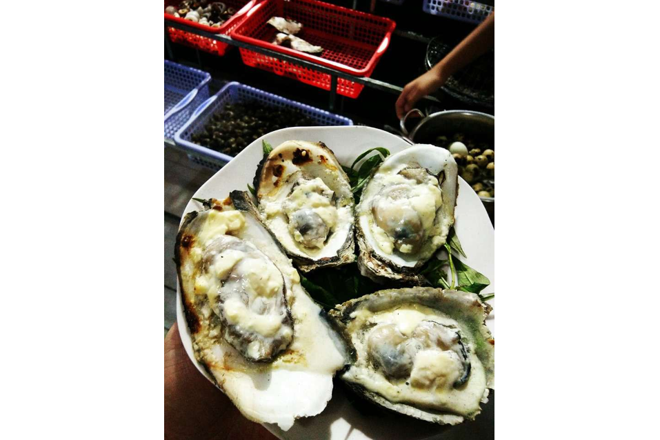 Grilled oysters Fat onions