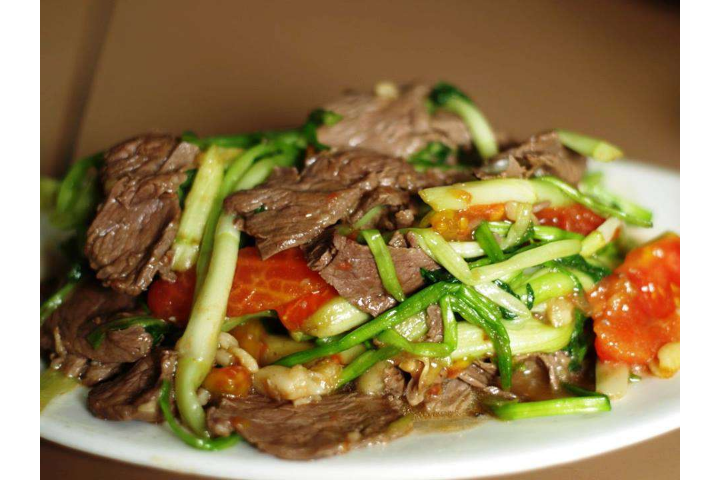Stir-fried Beef Can Hanh
