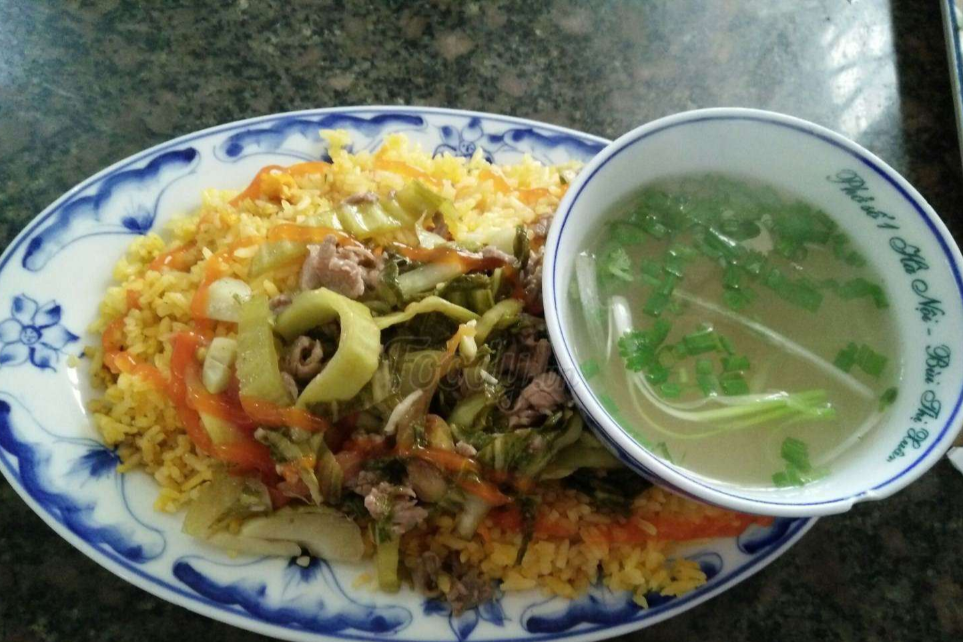 Fried Rice With Fried Beef With Cabbage